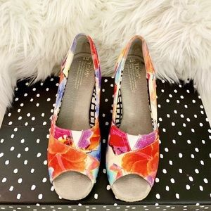 TOMS Calypso Floral Open Toe Canvas Wedges Size 8
